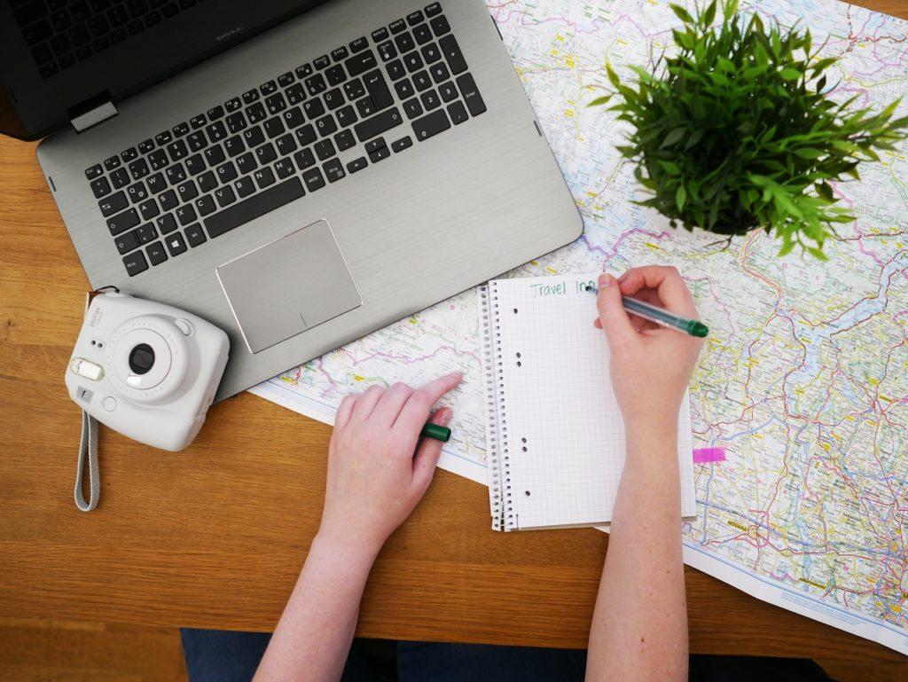 Sites de viagem são o meio principal para definir as férias