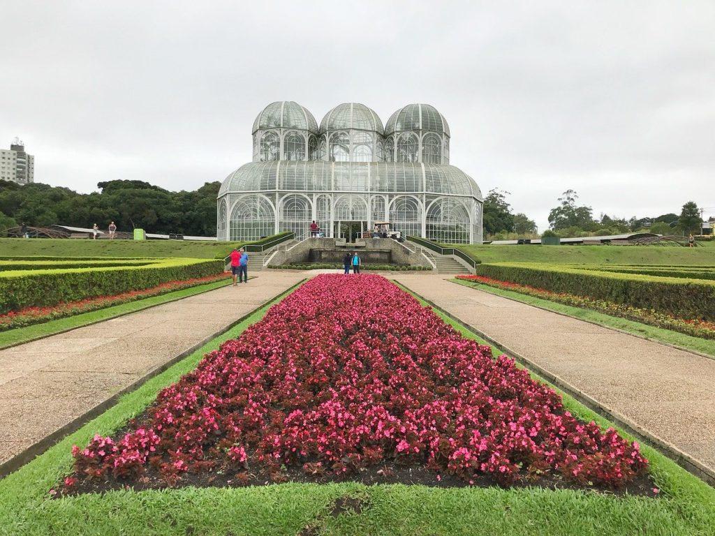 O Jardim Botânico de Curitiba figura entre os mais floridos de todo o Brasil