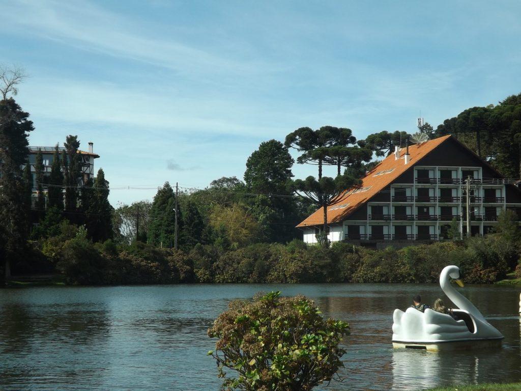 Lago Negro, em Gramado, entre os 5 jardins mais floridos do Brasil