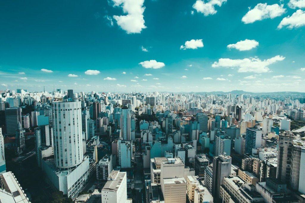 Entre as alternativas em São Paulo estão os passeios de bicicleta pela região central ou Parque Ibirapuera