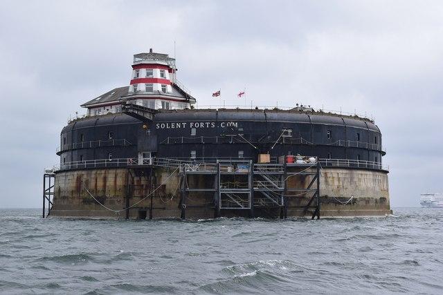 Um incrível hotel localizado dentro da água na Inglaterra