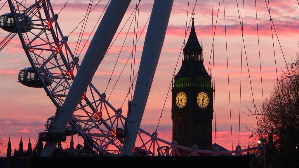 Festa de réveillon de Londres entre as melhores e tem a contagem regressiva no Big Ben