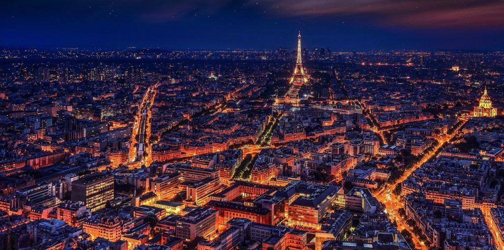 Paris também recebe uma multidão na festa de réveillon e fica entre as 7 maiores festas de Réveillon do mundo