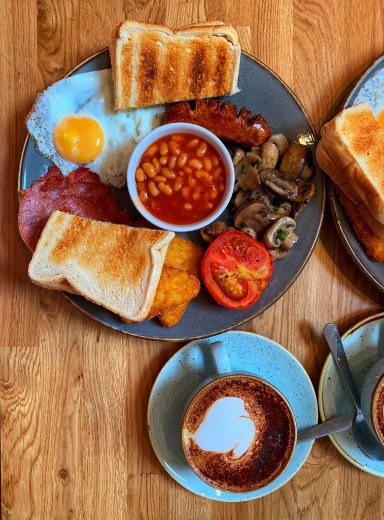 Das 5 coisas para fazer em Londres no Verão está o famoso café da manhã inglês