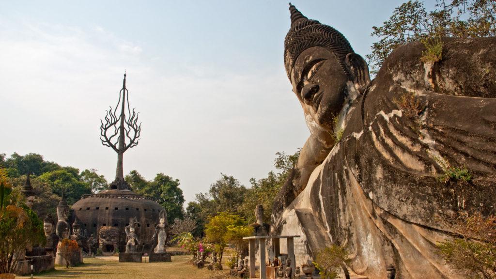 Visite o Buda Park e conheça um pouco sobre o Laos