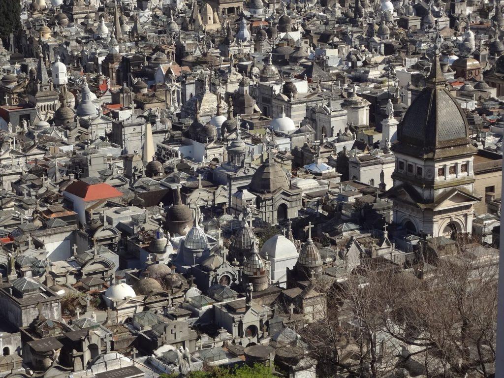 Entre as dicas do que fazer em Buenos Aires está o bairro e o cemitério da Recoleta
