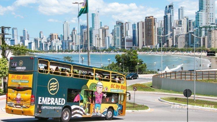 O que fazer em Balneário Camboriú sem ser praia? Passeio de ônibus panorâmico