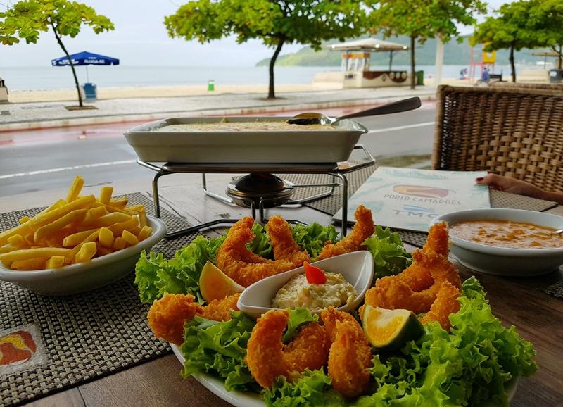 A gastronomia é um grande elemento que atrai viajantes para Balneário Camboriú