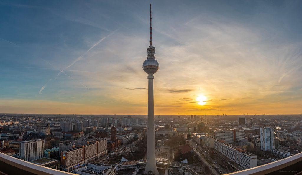 Torre de tevê na lista o que fazer em uma viagem a Berlim