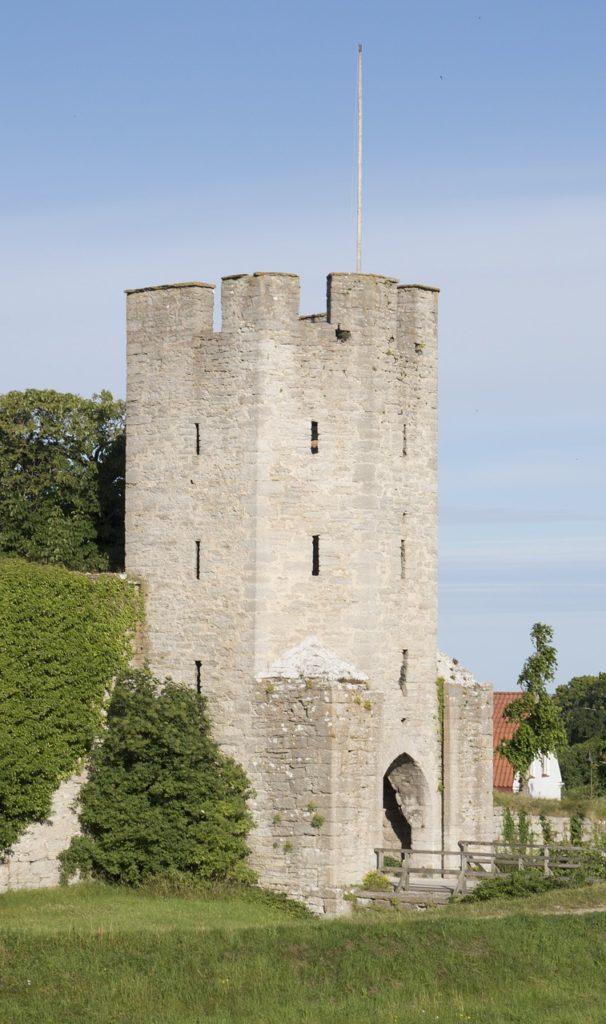 Entre o que fazer na Suécia está visitar a cidade medieval de Visby