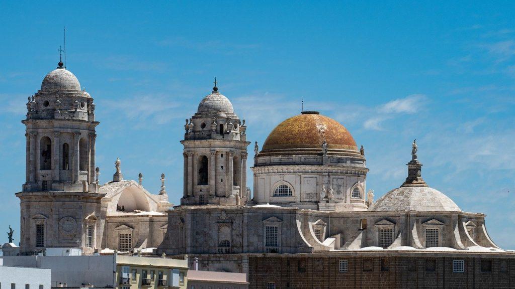 A nova e a velha catedral entre os símbolos históricos para visitar em Cádiz