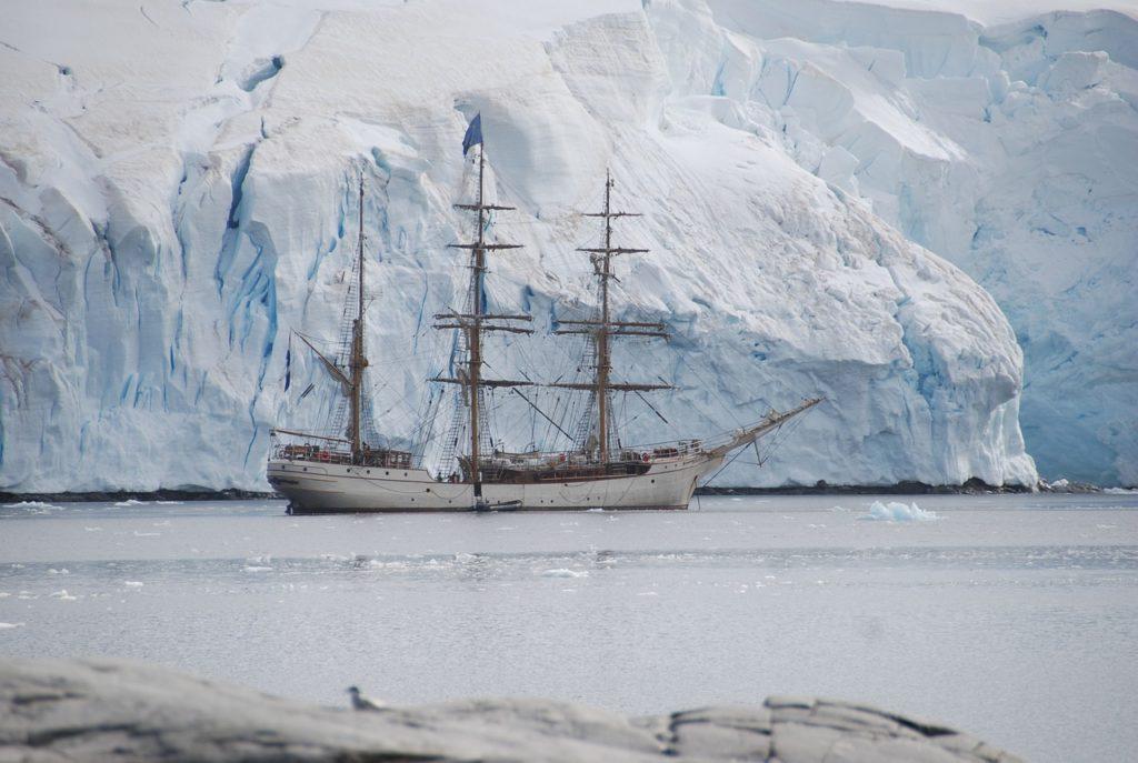 Entre os 6 destinos que prometem uma viagem única está a Antártica.