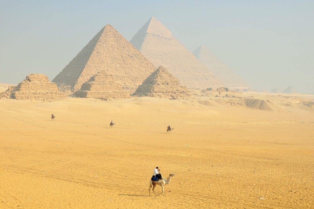 Certamente conhecer as pirâmides está entre os 6 destinos que prometem viagens únicas