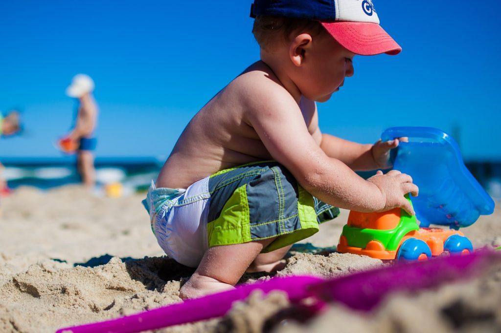 Com o próprio brinquedo você entretém e ainda consegue evitar novas compras durante a viagem