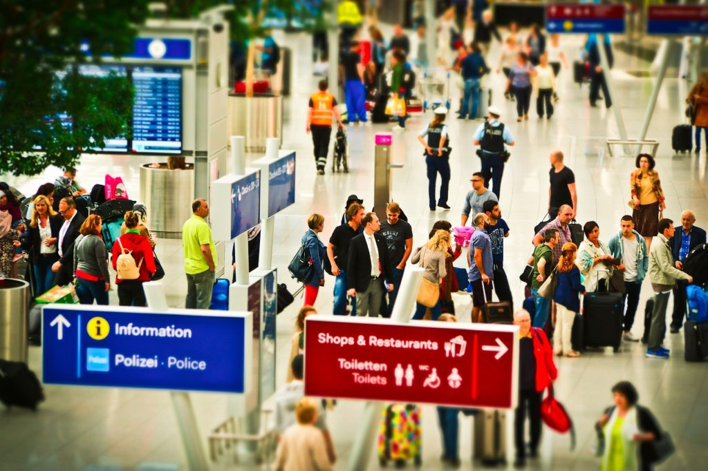 Respeite e obedeça os aviso feitos pelos funcionários das companhias aéreas.