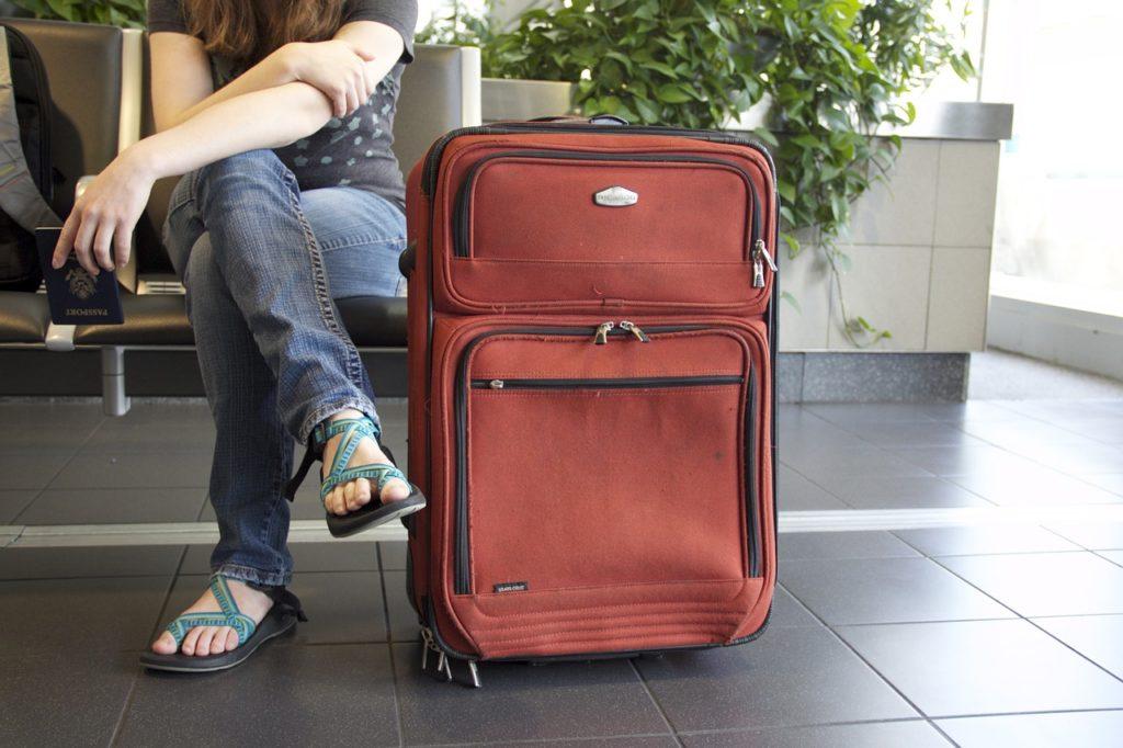 Observe o que pode ser levado e o tamanho da bagagem de mão. Esta é uma dica importante para viajante de primeira viagem.