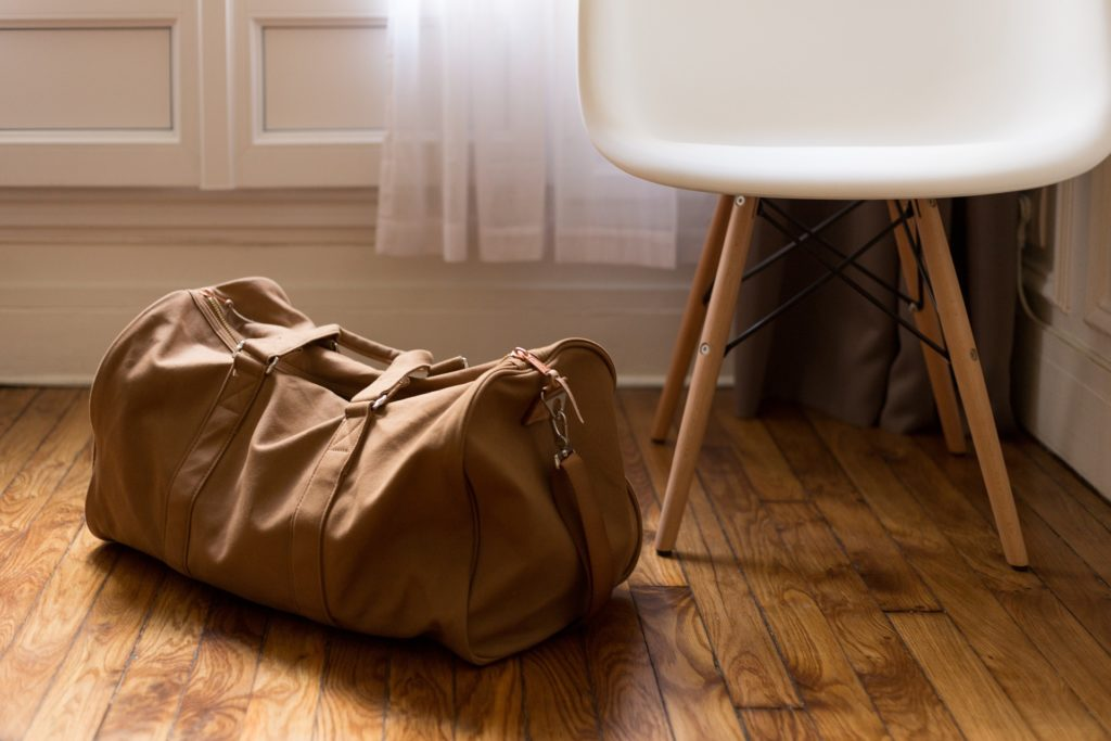 Entre as dicas sobre como arrumar a mala para viajar está ficar atento ao modelo