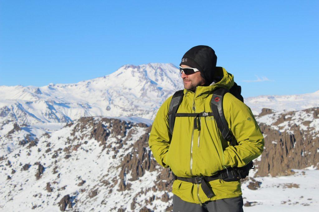 Andar na neve, curtir o frio, fazer trilhas e esquiar estão na programação do que fazer no Chile no inverno