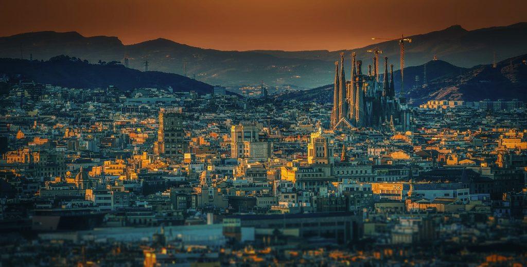 Barcelona é pura inspiração e ver a cidade nos filmes inspira ainda mais o desejo de viagem