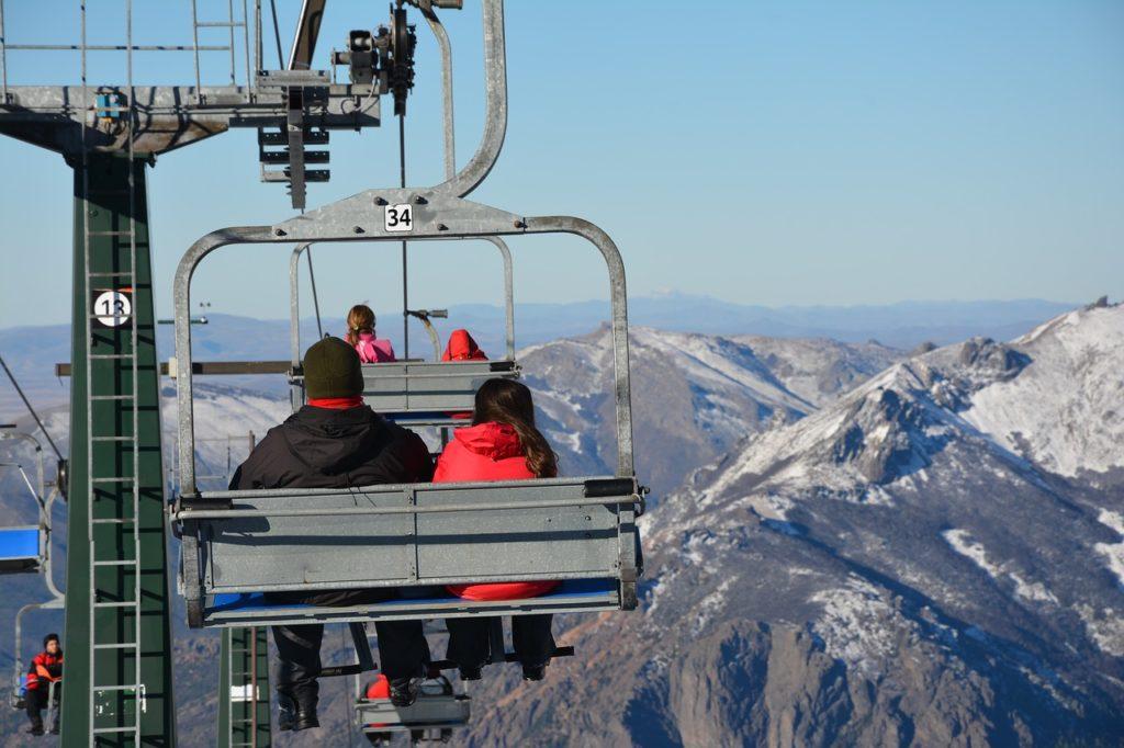 Para chegar no alto dos cerros há teleféricos. E visitar ao menos um está na programação sobre o que fazer em 1 dia em Bariloche
