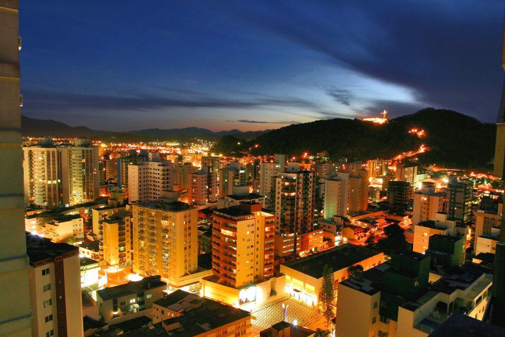 Vista noturna de Balneário Camboriú