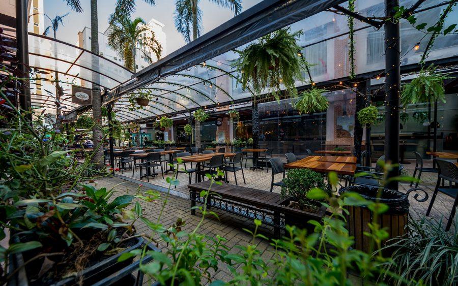 O Passeio San Miguel reúne vários restaurantes e é uma ótima pedida na cidade
