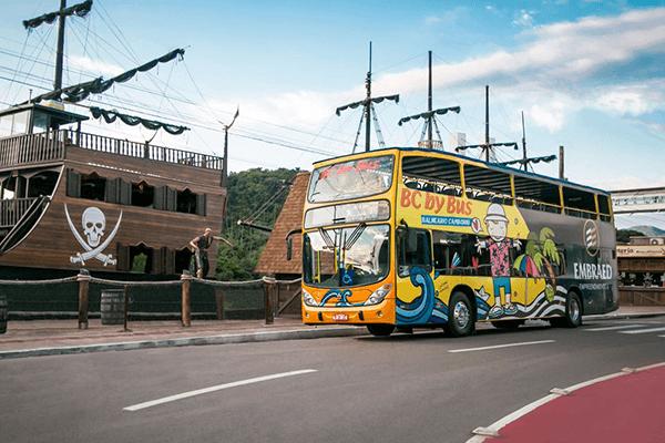 O passeio no BC By Bus visita Balneário Camboriú e Itajaí