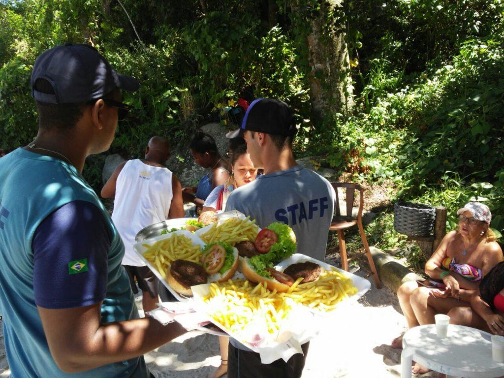 Há diferentes alternativas de gastronomia na Ilha de Porto Belo