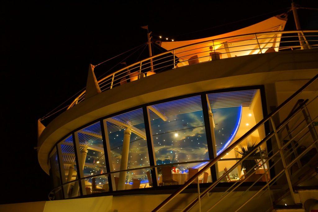 As dicas sobre o que levar em um cruzeiro de navio ajudam você a ter uma viagem sem estresse