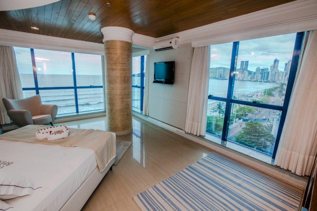 Na Avenida Atlântica tem hospedagem como o Hotel Bhally