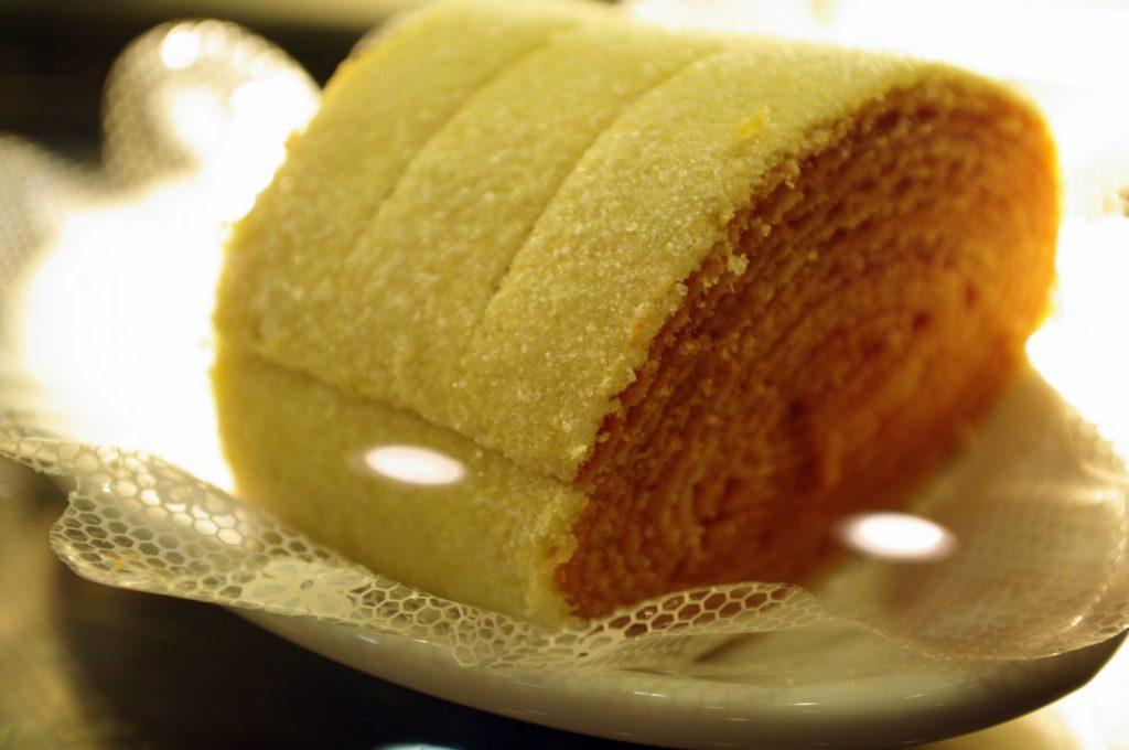 Bolo de rolo é uma adaptação de receita portuguesa.
