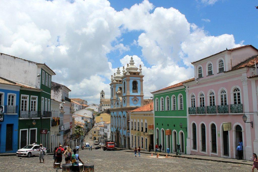 O Pelourinho sempre chama a atenção internacional e por isso integra a lista dos lugares mais lindos do Brasil