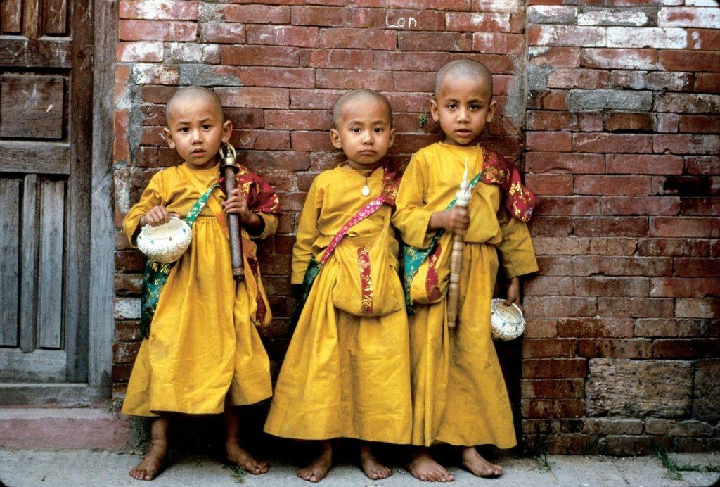 Algumas crianças são tidas como deusas vivas no país asiático
