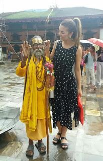 A modelo Naiara Alves conta como é  viajar sozinha para o Nepal