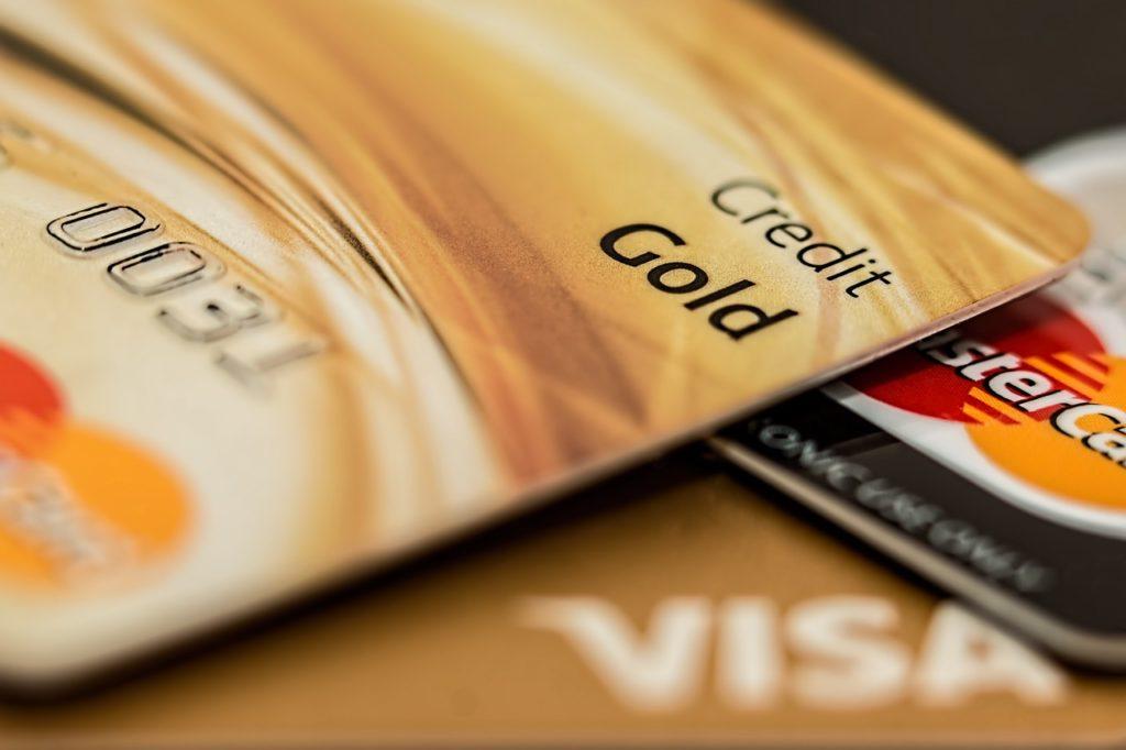 O cartão de crédito é parte da solução. Importante é dividir o valor destinado à viagem