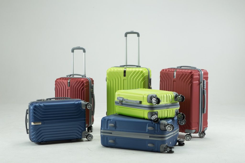 Como guardar dinheiro em uma viagem? dentro de um casaco ou meia que será mantido dentro da mala cadeada