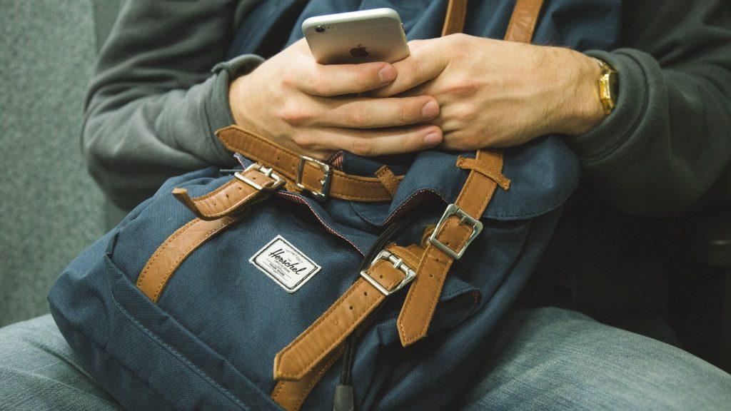 Como guardar dinheiro em uma viagem: a mochila é uma saída, mas a sugestão é dividir o dinheiro