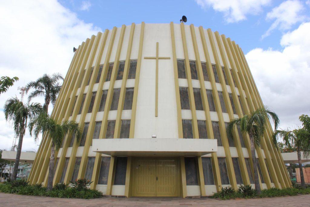 Os monumentos religiosos são imponentes e na mira dos turistas de Bento Gonçalves