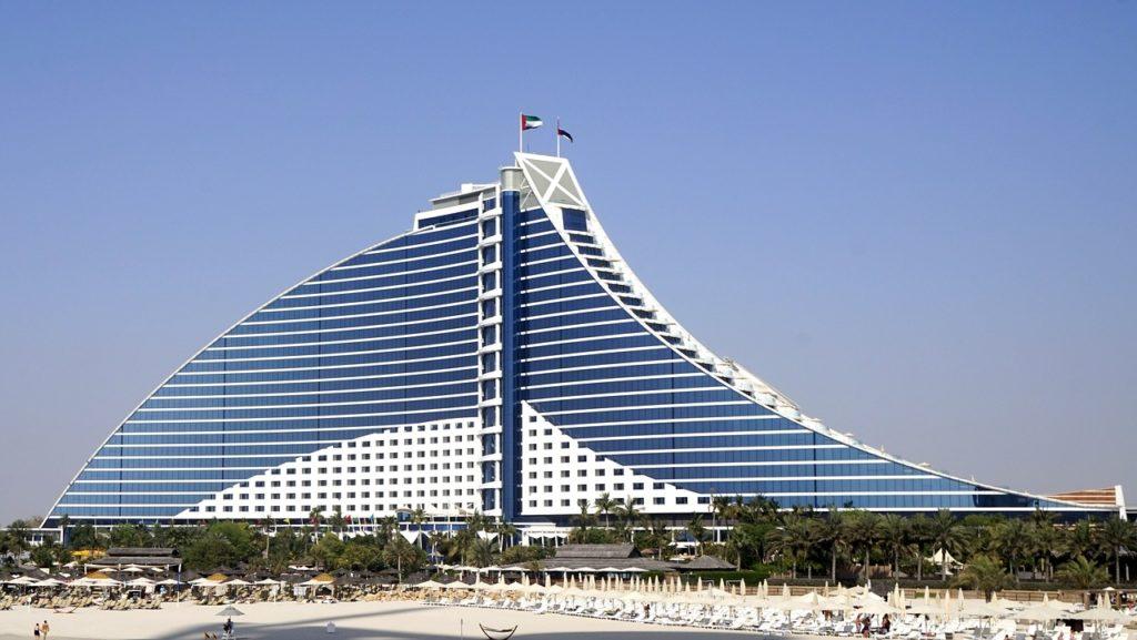Tudo é superlativo e muito interessante na cidade dos Emirados Árabes