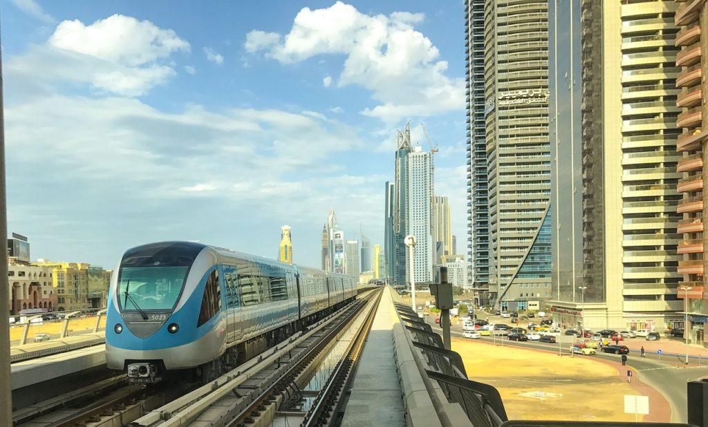 O transporte público é uma boa alternativa para circular por Dubai
