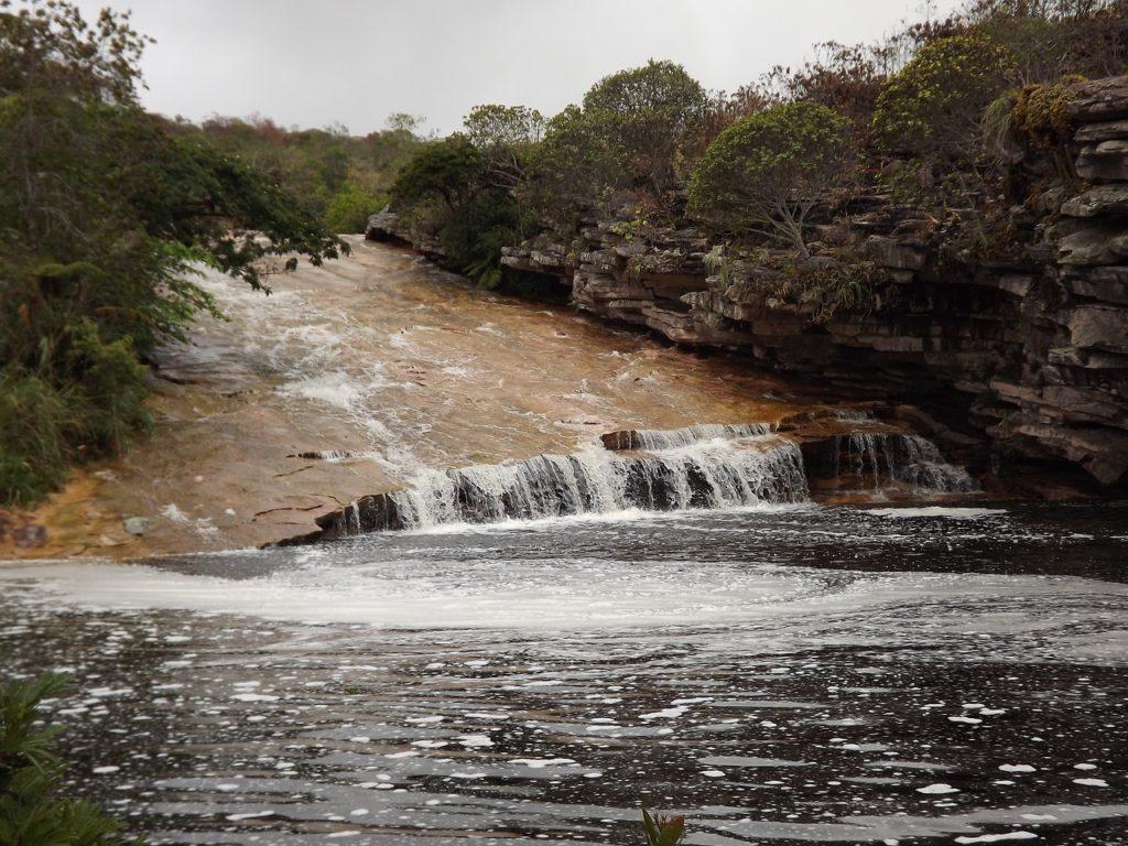 Visitar cachoeiras e ter muito contato com a natureza