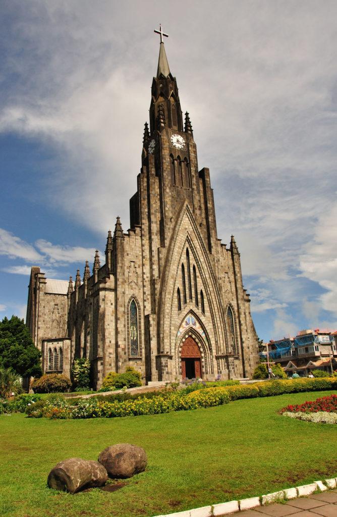 A Catedral de Pedra de Canela é um verdadeiro cartão postal das serras
