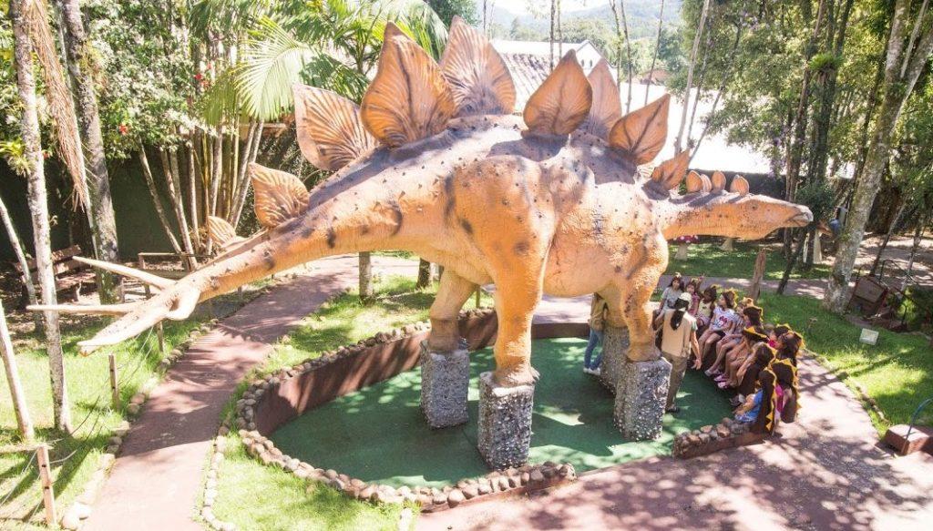Onde viajar com crianças no Brasil: Pomerode da Vila Encantada com muitos dinossauros