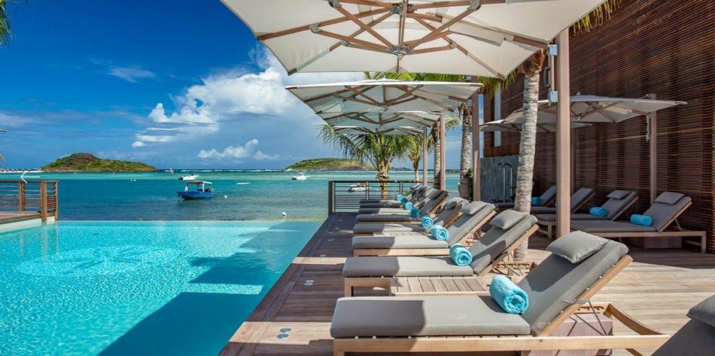 Piscina, calor, sol, água azul-turquesa: elementos que marcam os resorts do Caribe