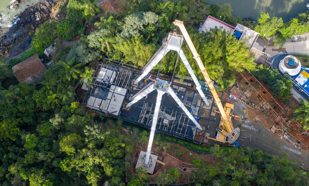 As obras estão a todo vapor e logo Balneário Camboriú poderá inaugurar a sua roda-gigante