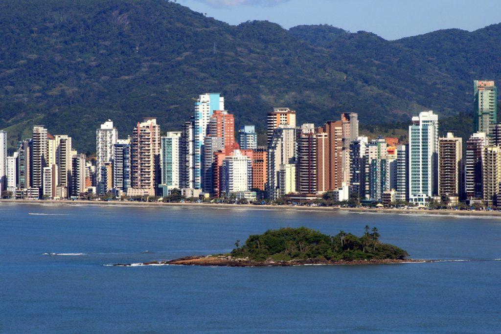 Balneário Camboriú, Floripa e Foz do Iguaçu formam o trio do Sul na lista dos locais para visitar sem aglomerações