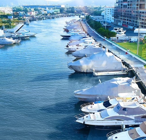 A Tedesco Marina integra a lista de quais as atrações turísticas de Balneário Camboriú e tem estrutura para receber os visitantes que chegam por via marítima