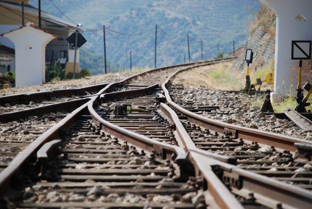 Qual a maior viagem de trem do mundo? Ela começa em Portugal e vai até o Vietnã