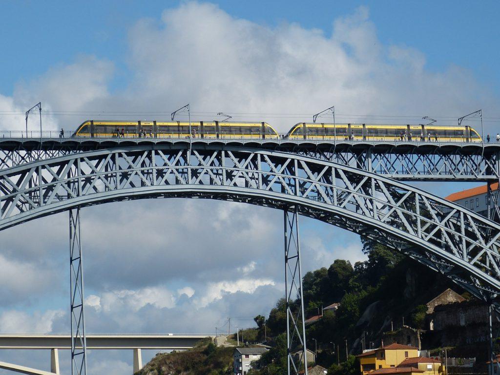 Em Portugal, a maior viagem de trem do mundo começa na região de Lagos, no Algarve