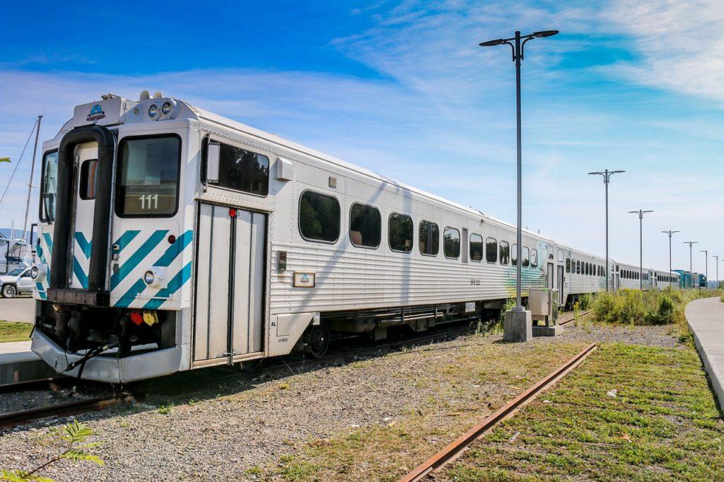 Há outras viagens por ferrovia pelo mundo e a que vai de Toronto a Vancouver no Canadá é uma delas